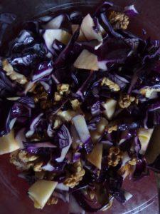 Salade de chou rouge aux noix et à la pomme